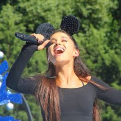 ARIANA GRANDE AT DISNEY PARK CHRISTMAS PARADE PERFORMANCE