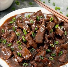 Easy Mongolian Beef made in the Instant Pot. Everything cooks in one pot for easy clean-up and it tastes better and is healthier than take-out! Beef Recipe Instant Pot, Instant Pot Dinner Recipes, Easy Dinner Recipes, Easy Meals, Easy Recipes, Mongolian Beef Ramen Recipe, Easy Mongolian Beef, Vegetarian Crockpot Recipes, Vegan Recipes