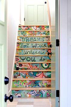 Pintura artística customiza a escada