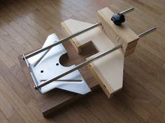 Das nächste DIY Projekt ist umgesetzt: ein zweiter Parallelanschlag für meine Oberfräse. Damit lassen sich Nuten in schmale Holzleisten/Platten fräsen. Inspiriert von Heiko Rech habe ich SketchUp a…