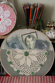 This could be a fun, sale-able hoop Embroidery Hoop Art @ cozylittlehouse Embroidery Hoop Decor, Embroidery Transfers, Vintage Embroidery, Embroidery Stitches, Embroidery Patterns, Hand Embroidery, Sewing Crafts, Sewing Projects, Wooden Hoop