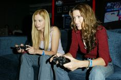 Mira Sorvino and Shannon Elizabeth plays NBA ShootOut 2004