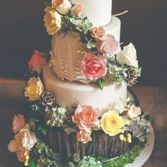This woodland inspired cake is a work of ART. Amaze  Link in bio. Image by @this_girl_shoots