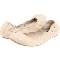 Ballet flats are far and away my favorite trend that has ever happened.  They're comfortable, they come in a bag, and they're adorable.