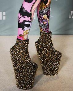 EN SUS ZAPATOS: LADY GAGA   Fashion Mix