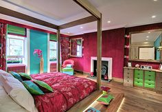 I love these colors!! Used to want this color scheme so badly in my room. They put me in a good mood.