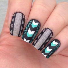 Aztec black sliver glitter and green nailart #nail #nails #nailart #unha #unhas #unhasdecoradas #black #silver #green #glitter #aztec