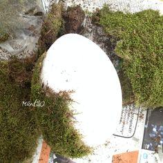 Mini meló – óriás tojás Nekem nagyon bejönnek a természetes anyagú húsvéti dekorációk, mint pl. a mohába csomagolt tojás. Ez az ötlet eredetileg nem tőlem származik, viszont amikor megláttam ezt a nagy – két félből összeálló – polisztirol tojást a hobbiboltban, akkor egyből beugrott ez az ötlet, hogy mi lenne, ha? És hát nem vagyokRead more