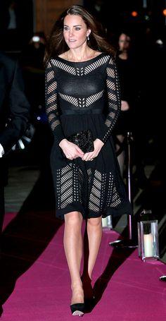 Grávida Kate Middleton participa de evento com belo vestido