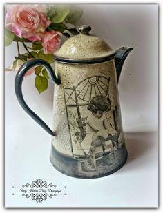 Metalowy czajnik w stylu retro z efektem marmuru  - Decoupage. Painted Milk Cans, Decoupage Art, Decorated Jars, Trash To Treasure, Country Farmhouse Decor, Metal Tins, Watering Can, Metallic Paint, Creative Crafts