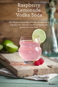 Raspberry Lemonade Vodka Soda from Gotta love less calorie boozy drinks that still look pretty Summer Cocktails, Cocktail Drinks, Cocktail Recipes, Drink Recipes, Party Drinks, Fun Drinks, Alcoholic Drinks, Refreshing Drinks, Cold Drinks