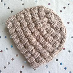 FREE: Knit hat pattern from a clever knitter, Christine Roy. English and French instructions.