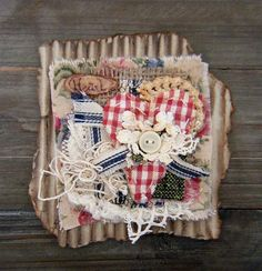 Yitte: Second project/ tweede projectje Fabric Paper, Fabric Crafts, Paper Crafts, Diy Crafts, Christmas Tag, Christmas Crafts, Shabby Chic Crafts, Fabric Journals, Textiles