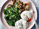 Dr Michael Mosley has made changes to the original diet to make it easier to stick to. On the new plan you can choose whether to fast track and spend two weeks on 800 calories a day or ease in. Paleo Diet Plan, Vegan Meal Plans, Healthy Diet Recipes, Diet Meal Plans, Low Carb Diet, Michael Mosley, 800 Calorie Meal Plan, Clean Eating, Dieta Paleo