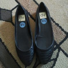 6 1/2 dolce vita black flats Brand new dolce vita 6 1/2 size shoes. Black flats. Leather on outside Dolce Vita Shoes Flats & Loafers