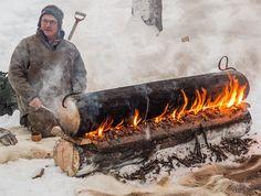 Planes, Trains and Toboggans - Jokkmokk 2013 - Sub Zero Trip Report (Great photo of a traditional Nordic self-feeding fire) Bushcraft Skills, Bushcraft Camping, Camping Survival, Outdoor Survival, Survival Tips, Survival Skills, Winter Camping Gear, Camping Life, Camping Ideas