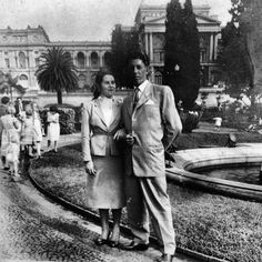 A couple at Paulista Museum in 1954