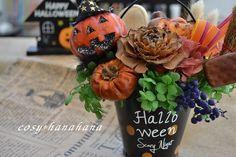 1つあるだけでハロウィンモードになれる盛りだくさんのバケツです。木の実やフルーツがたくさん入ってボリューム感たっぷり。見た目も楽しくなっちゃうアレンジです。花... ハンドメイド、手作り、手仕事品の通販・販売・購入ならCreema。 Halloween 2017, Wreaths, Table Decorations, Creema, Flowers, Handmade, Home Decor, Hand Made, Decoration Home