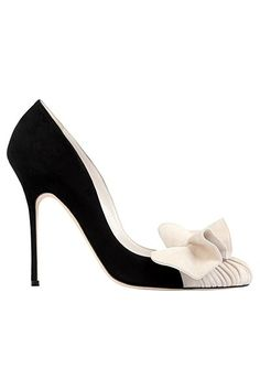 Manolo Blahnik ..... these are a little to high  heeled for me . But  they are pretty .... love the contrast!