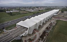 The new Reggio Emilia's railway station by Santiago Calatrava Parametric Architecture, Canopy Architecture, Parametric Design, Contemporary Architecture, Architecture Design, Reggio Emilia, Architectural Design Studio, Santiago Calatrava, Bridge Design