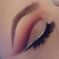 Red/ burgundy cut crease with double eyeliner gold and black, suoer beautiful and bold eyeshadow looks😍😍😍 Classybeauty : Photo Makeup On Fleek, Kiss Makeup, Cute Makeup, Pretty Makeup, Makeup Art, Beauty Makeup, Perfect Makeup, Makeup Goals, Makeup Inspo