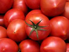 トマト Fresh Vegetables, Food Gifts, Stuffed Peppers, Spices, Stuffed Pepper, Stuffed Sweet Peppers