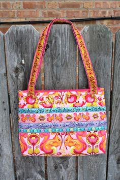 Sew Sweetness: Free Bag Pattern: Arabesque Bag - a beautiful DIY Vera Bradleyish-style bag!