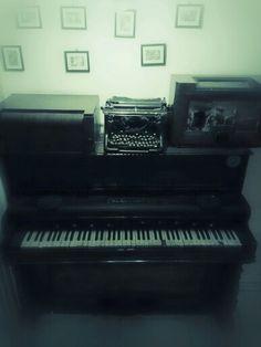shabby piano
