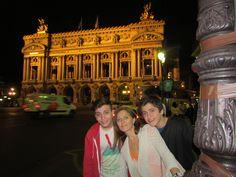 La Ópera Garnier, Palacio Garnier u Ópera de París, de estilo neobarroco, es uno de los edificios más característicos de París. Sede de la Academia Nacional de Música, París.
