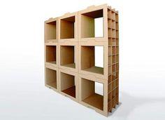 Estante modular de papelão em forma de caixas