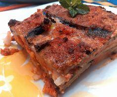 Moussaka: 2 melanzane a fette e infarinate farina di riso cotte in forno con filo di evo, 3 patate  bollite  e poi tagliate a fette; il ragù di lenticchie rosse (soffritto di sedano, carote e cipolla tritati poi si aggiunge salsa,e poi circa150 gr lenticchie) besciamella veg( latte soia farina e olio) si alternano in ordine patate , ragù, melenzane besciam.ultimo strato poco pangrat ,besciam, ragù e filo olio evo.in forno circa25-30' a 220*.prima di tagliare far riposare per almeno15'