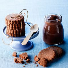 Découvrez la recette Biscuit sablé au chocolat sur cuisineactuelle.fr.