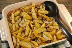 Weer een lekker recept voor een makkelijke ovenschotel, deze keer Griekse aardappeltjes met citroen en oregano en knoflook.