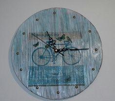 Kulaté+dřevěné+hodiny+Provance+Dřevěné+hodiny+jsou+vyrobeny+z+masivního+dřeva.+Při+jejich+výrobě+byla+použita+technika+opalování+a+kartáčování,+decoupage.+Design+hodin,+použitý+materiál+a+způsob+výroby+s+důrazem+na+strukturu+a+zajímavé+detaily+dřeva+tak+zajistí+jejich+jedinečnost+a+originalitu.+Hodiny+obsahují+hodinový+strojek+Quartz+s+velmi+tichým+chodem+a... Decoupage, Clock, Wall, Design, Home Decor, Watch, Decoration Home, Room Decor