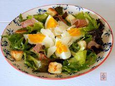 Insalata saporita, un secondo piatto (o un antipasto) appetitoso, con tante cose buone, facilissima da preparare, particolarmente gradita quando fa caldo.