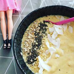 """""""Heute mal eine Frühstücksbowl mit Barbie! 🎀🍌 #goodmorning #inbestergesellschaft . . . #goodmorning…"""""""
