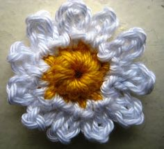 E Strea Chikitu: Omadeliefste - Daisy - Crochet Cute Crochet, Knit Crochet, Daisy, Diy And Crafts, Paper Crafts, Ipad, Flower Crafts, Crochet Flowers, Flower Designs