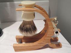 El Descanso personalizado para un recto o maquinilla de afeitar de seguridad y soporte cepillo Shaving Stand, Shaving Set, Shaving Brush, Wet Shaving, Straight Razor Shaving, Shaving Razor, Razor Stand, Art Of Manliness, Safety Razor