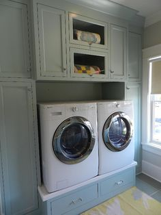 neat way to add the drawers without buying them for the washer n dryer.