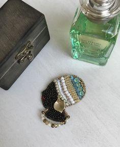 Gorgeous Ethiopian. Beaded brooch by @elenelenjewellery. Miyuki,Swarovski.