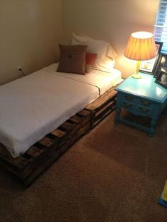 DIY 20 Pallet Bed Frame Ideas | 99 Pallets... I think this one is my favorite, I…