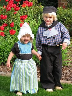 We would go sometimes they had a dutch parade with tulip festival when used to live in Michigan in Holland. We'd dress up in oufits like this and wooden shoes, and they would do a dance in the parade. This is sooooo cute! Precious Children, Beautiful Children, Cute Kids, Cute Babies, Tulip Festival, Thinking Day, We Are The World, My Heritage, Sewing For Kids