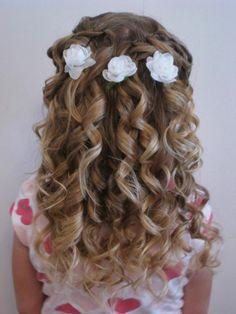 festliche Frisuren Mädchen Haarschmuck weiße Kunstblümchen