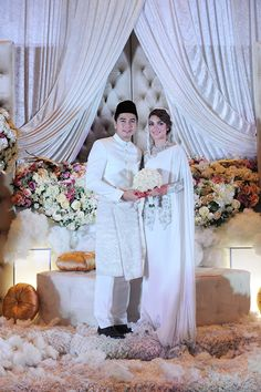 Amar Baharin and Amyra Rosli's Fairytale Wedding Malay Wedding Dress, How To Dress For A Wedding, Top Wedding Dresses, Top Wedding Trends, Wedding Styles, Hanging Flowers Wedding, Loft Wedding, Sustainable Wedding, Akad Nikah