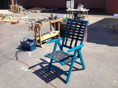 Stol med sæde lavet af cykelslanger (seat made from bicycle tires)