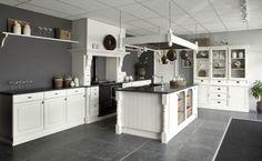 Keuken landelijke styl Kitchen Dinning Room, Kitchen Living, Diy Kitchen, Kitchen Cabinets, Victorian Kitchen, Kitchen Styling, Home Interior Design, Home Kitchens, Sweet Home