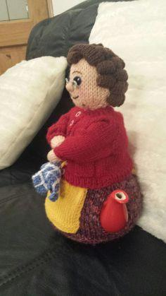 mr t tea cosy Tea Cosy Knitting Pattern, Tea Cosy Pattern, Knitting Patterns Free, Crochet Patterns, Scarf Patterns, Knitting Tutorials, Finger Knitting, Baby Knitting, Free Knitting