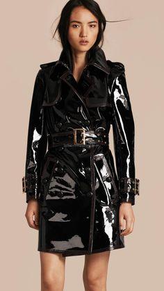 Gotta love a patent leather trench for that public fetish feel #Burberry #latex #sexy #ladies #women #latexskirt #latexdominate #latexboss #shiny #fashion #latexshopping #buylatex #skirts