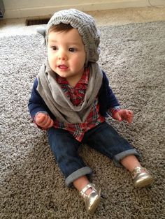 Baby outfit - infinity scarf, hat, shoes