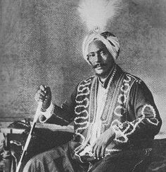 Yusuf Ali Kenadid, a prominent Somali anti-imperialist leader and the founder of the Sultanate of Hobyo. African History, African Art, Moorish Science, Horn Of Africa, Somali, Vintage Couture, Africa Fashion, East Africa, People Of The World